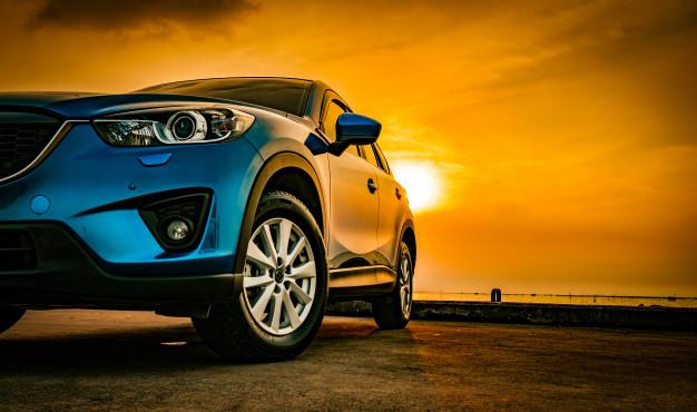 bil og solnedgang